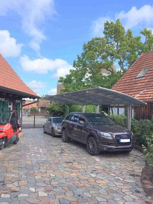 Doppelcarport für zwei Autos hintereinander und Pfosten nur auf einer Seite