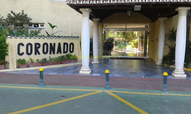 L'entrée d'origine de cet hôtel a été conservée et ouvre sur une large réception