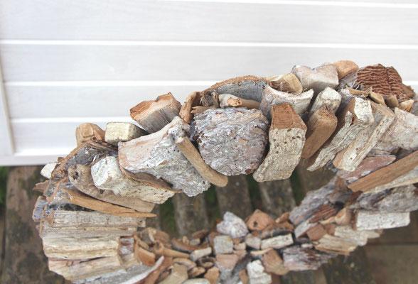 Holzkranz weiß - natur in der Profilansicht.