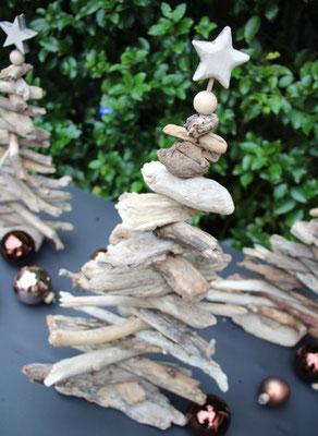 Mit vielen Holzbäumen kannst du einen Holz Wald gestalten.