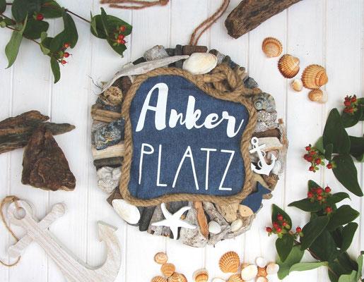 """""""Ankerplatz"""" Holzkranz aus Treibhölzern, Muscheln, Naturseil für deine maritime Küstendekoration."""