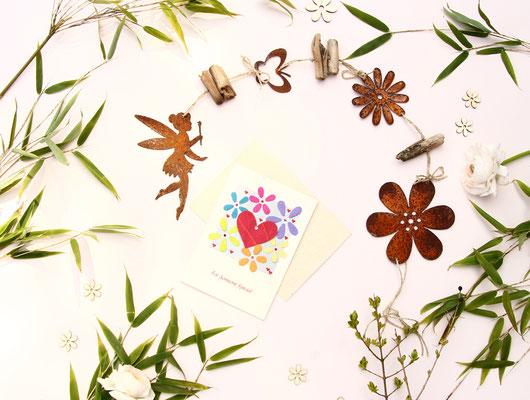Edelrost Girlande aus einer Gartenelfe - Blüten - Schmetterling und Treibholz,  Handgefertigter Karte, dekoriert mit Bambuszweigen