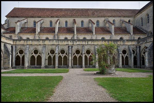 L'Abbaye de Noirlac- construite à partir du XIe siècle est de style cistercien