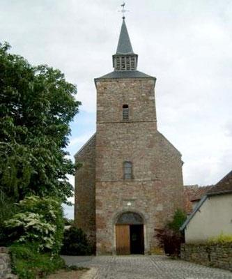 Vesdun et son église avec des fresques du XIeme siècle découvertes en 1984.