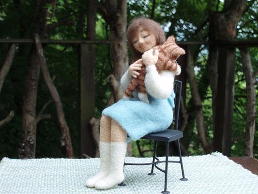 ねこを抱く少女