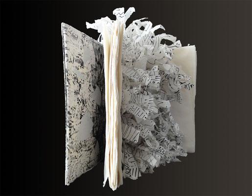Was blieb; Objekt aus Japanpapier, Monotypie, 2012, 22 x 32 cm