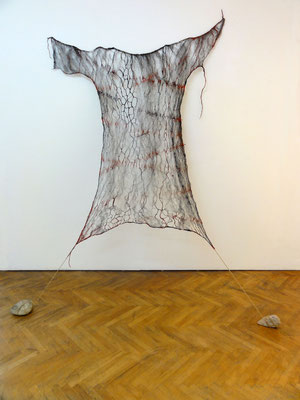 Kleidkörperhülle; Stahlwolle mit Eitempera, 2009, 200 x 150 cm
