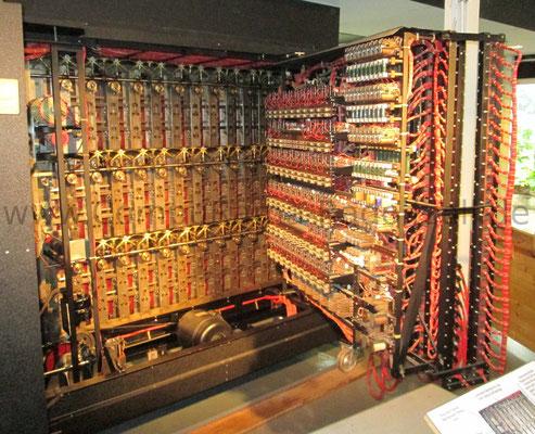 Nachbau  der Enigma-Entschlüsselings-Bombe: Blick in das Innere der Maschine