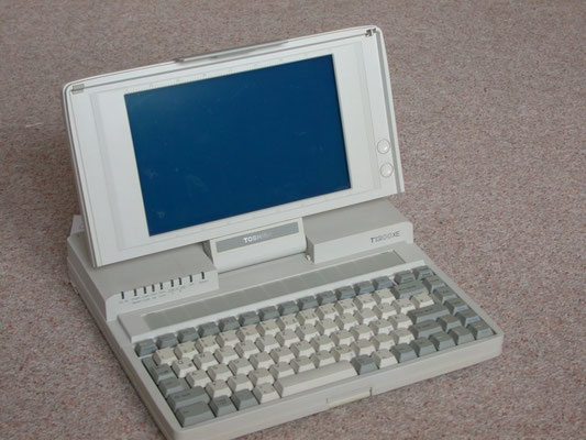 "Toshiba T1200XE, <a href=""http://www.computermuseum-muenchen.de/computer/toshiba/t1200.html"" target=""_blank"" >http://www.computermuseum-muenchen.de/computer/toshiba/t1200.html</a>"