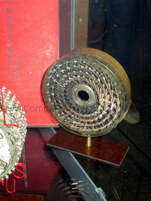 Eines der wenigen erhaltenen Original Teile einer der Enigma-Entschlüsselungs-Bomben. Dieses Rad wurde verwendet, um zu entscheiden, ob eine Kombination gefunden wurde, die lohnte, weiter durchsucht zu werden.