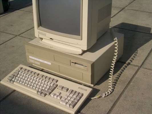 "Commodore A2000, <a href=""http://www.homecomputermuseum.de/comp/30_de.htm"" target=""_blank"" >http://www.homecomputermuseum.de/comp/30_de.htm</a>"