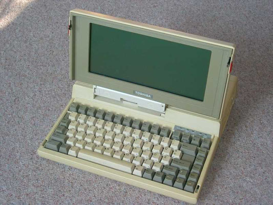 "Toshiba T1100P, <a href=""http://www.computermuseum-muenchen.de/computer/toshiba/t1100.html"" target=""_blank"" >http://www.computermuseum-muenchen.de/computer/toshiba/t1100.html</a>"