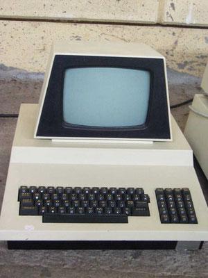 "Commodore PET 3016, <a href=""http://www.homecomputermuseum.de/comp/13_de.htm"" target=""_blank"" >http://www.homecomputermuseum.de/comp/13_de.htm</a>"