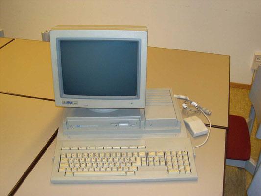 "Atari Mega STE , <a href=""https://www.homecomputermuseum.de/comp/47_de.htm"" target=""_blank"" >https://www.homecomputermuseum.de/comp/47_de.htm</a>"