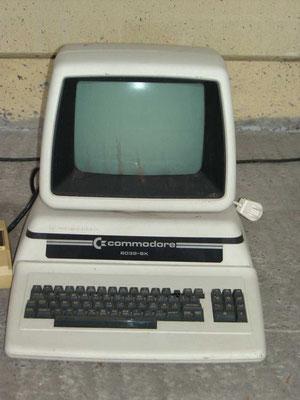 "Commodore CBM 8032-SK, <a href=""http://www.homecomputermuseum.de/comp/17_de.htm"" target=""_blank"" >http://www.homecomputermuseum.de/comp/17_de.htm</a>"