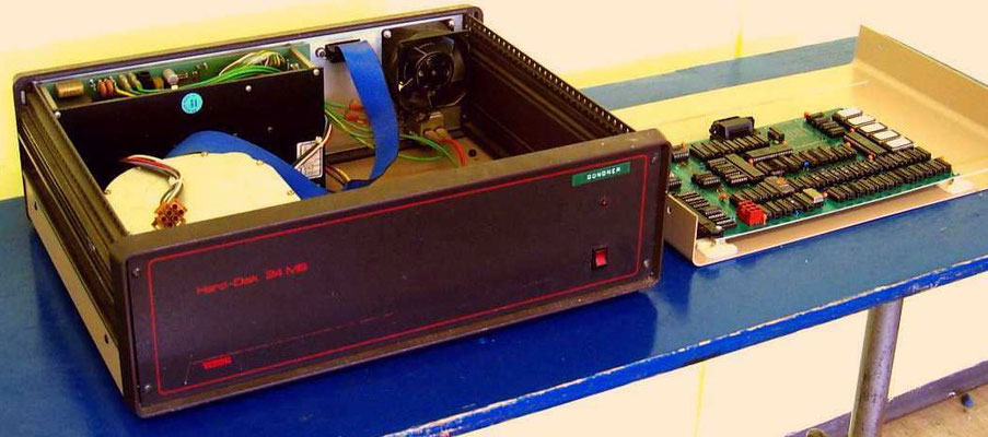 Externe Harddisk für Commodore-Rechner, 24MB