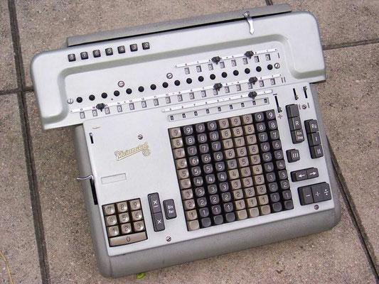 "Rheinmetall SAR IIc; <a href=""http://www.computinghistory.org.uk/det/12155/Soemtron-Type-214-Calculator/"" target=""_blank"" >http://www.computinghistory.org.uk/det/12155/Soemtron-Type-214-Calculator</a>(englisch)"