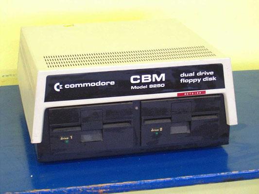 "Commodore CBM 8250 dual floppy disk drive, <a href=""http://www.zock.com/8-Bit/D_CBM8250.HTML"" target=""_blank"" >http://www.zock.com/8-Bit/D_CBM8250.HTML</a>"