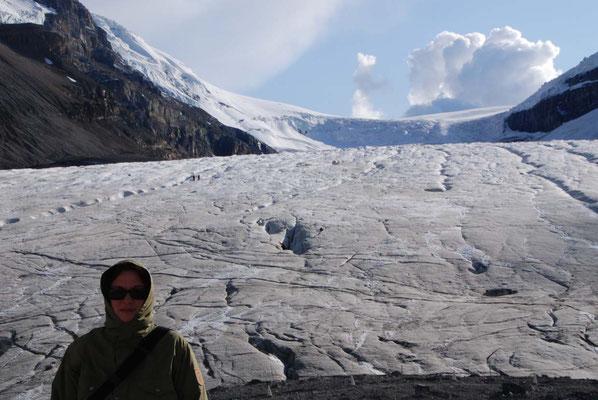 Athabasca Gletscher im Icefield Parkway - Größenvergleich