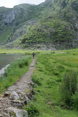 Ein einsamer Wanderer in den Picos