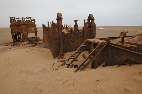 Umgestürzter Ölbohrturm