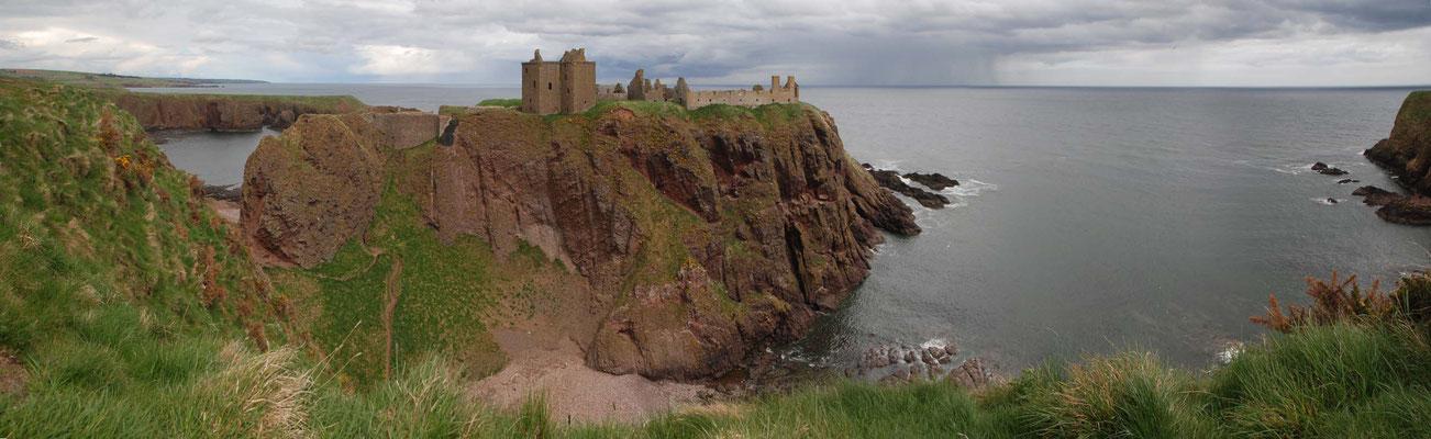 Dunnottar Castle - eine Festung, in der seit dem 14ten Jahrhundert die Kronjuwelen gehütet wurden