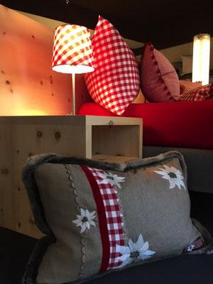 Arvenbett Rückwand und Arvennachttisch für Boxspringbett