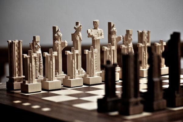 Schachfiguren handgeschnitzt