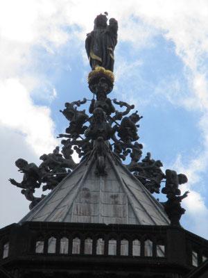 Arbre de Jessé surmonté d'une statue de la Vierge