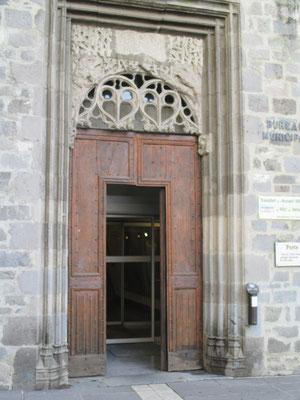 Porte de l'hôtel Dulaurens, gothique Flamboyant, fin XVIème siècle.