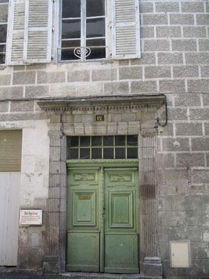Hôtel Roger Ducos, construit au début du XVIIIème siècle par la famille de Sebié, fut successivement habité par le baron Perret puis par le comte Roger Ducos, fils du IIIème consul (1789)
