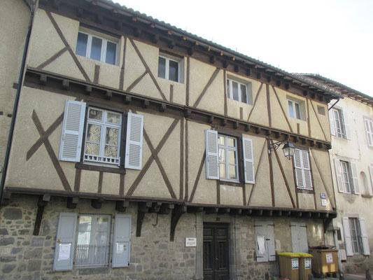 maison à pans de bois et encorbellement, type d'habitation le plus répendu à Aurillac au Moyen Age.