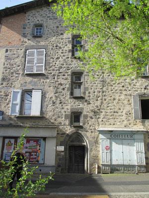 Maison des Chanoines (XVème siècle) où demeurèrent occasionnellement des Chanoines du chapitre de St Géraud après la destruction de l'enclos monastique par les protestants 1569)
