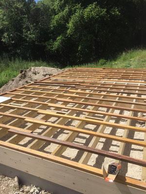 Préparation solivage sapin + lambourdes bois exotique pour terrasse en Ipé