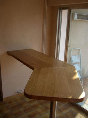 Table haute en chêne massif huilé incolore