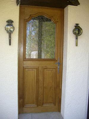 Porte d'entrée posée vue de l'extérieur