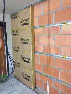 Isolation des murs extérieur par nouveau système Optima 2 (pas de ponds thermiques dûs aux rails) Ep.120mm