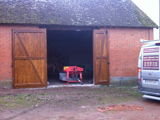 Porte de grange tiercée (hauteur 3.5m) cadre en chêne massif et lames en sapin (Ep.27mm) finition lasure chêne