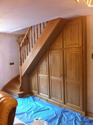Escalier avec placard chêne massif