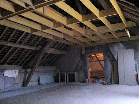 Solivage au plafond fixé sur la charpente et les mures porteurs disponibles