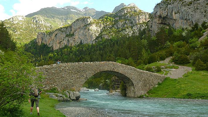 Steinbrücke im Ordesa-Nationalpark