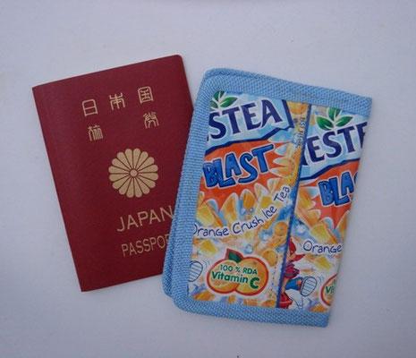 パスポートカバー 700円+税