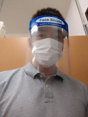 マスクとフェイスシールド着用