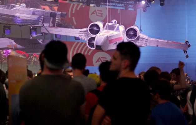 2017_EA@gamescom_BEST GAMESCOM BOOTH 2017_Team Sollik rocks_Gesa Gadow great picture!