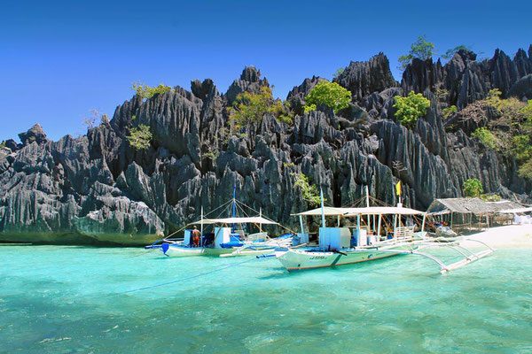 Coron, Palawan | Coron Or El Nido? Which One Is Really Better? | A Travel Guide to Philippines Last Frontier | via @Just1WayTicket