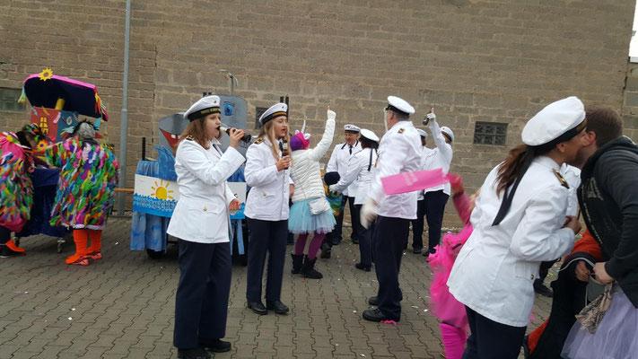Marine Niederdrees Karnevalszug 2018 Spielmannszug Echo