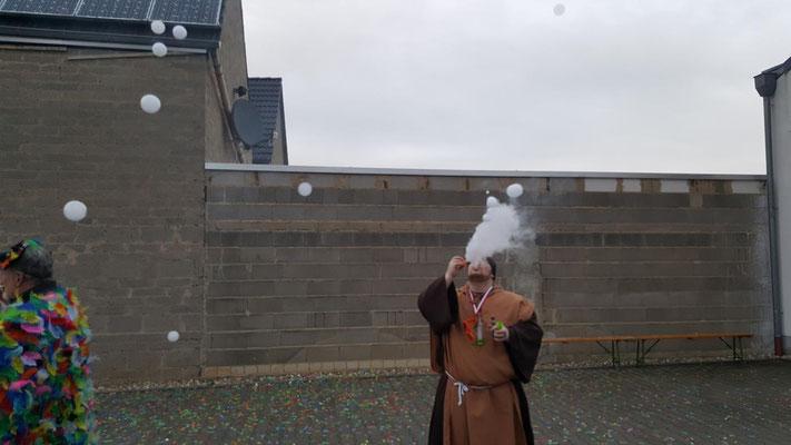 E-Zigarette Niederdrees Karnevalszug 2018 Spielmannszug Echo