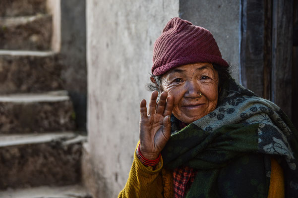 "3 ,,Hello"": Alte Damen in unserem Medical-Mission-Camp, Nepal"