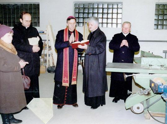 Einweihung der Schreinerei durch Bischof Antal Majnek
