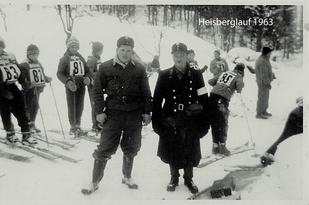 Im Vordergrund Schwarzenbrunner Willi u. Zagerbauer Josef von der FF Vorchdorf mit Nr. 81 meine Wenigkeit